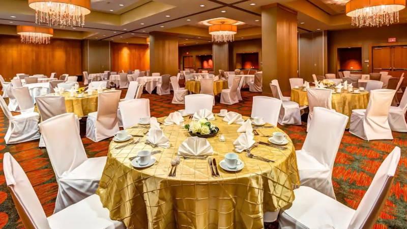 Embassy-Suites-Dininr-Room